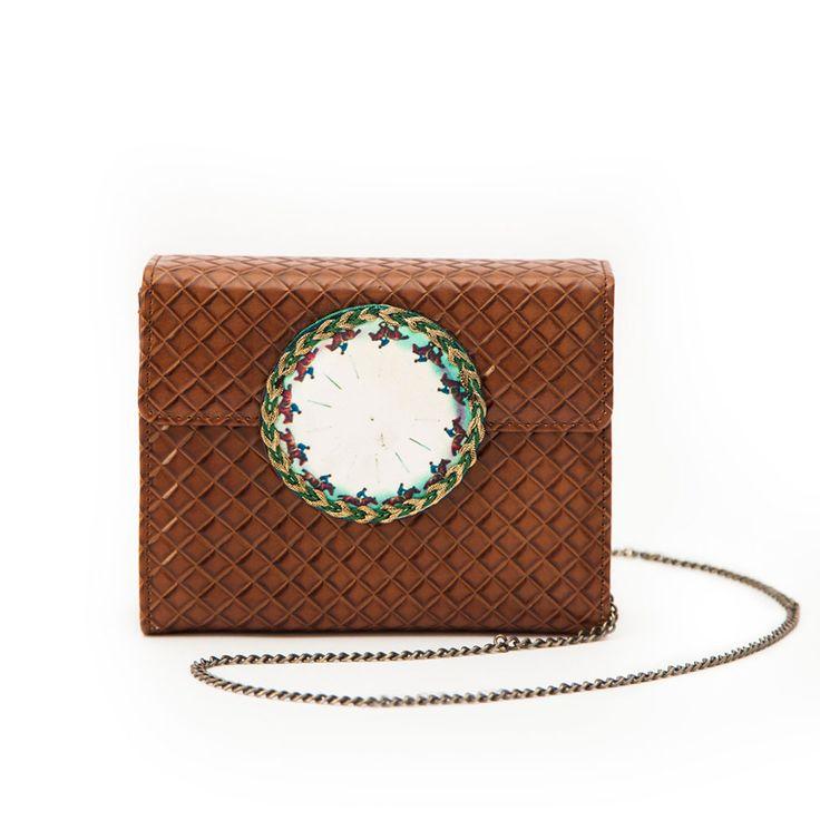 Myubridge chain shoulder bag by EfiDolcini. #myubridge #shoulder #bag #efidolcini #leather #brown #accessories