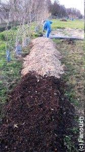 Adepte de nouvelles expériences dans son potager, Stéphane s'essaye cette année à la culture des pommes de terre sur gazon ( gazon-compost-BRF). Voici son 1er retour, celui consacré à la préparation du terrain avant d'y installer les plants germés fin mars-début avril. http://www.jardipartage.fr/pomme-de-terre-sur-gazon/