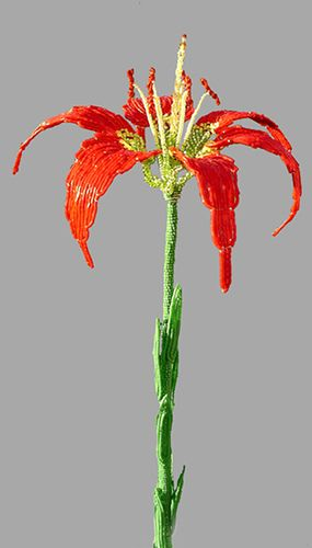 Pine Lily French Beaded Flower  This looks so easy.  So pretty