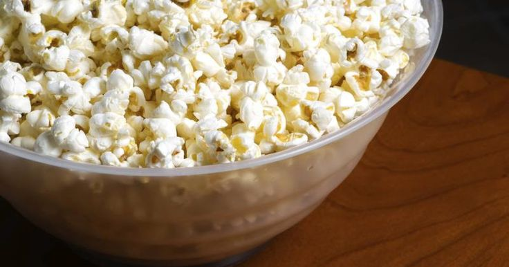 A 3-cup serving of white, air-popped popcorn has 92 calories, 1 gram of fat and 1 milligram of sodium, according to the U.S. Department of Agriculture. The snack also has 2.9 grams of protein, 18.7 grams of carbs and 3.6 grams of dietary fiber. It contains no cholesterol and only trace amounts of vitamins.