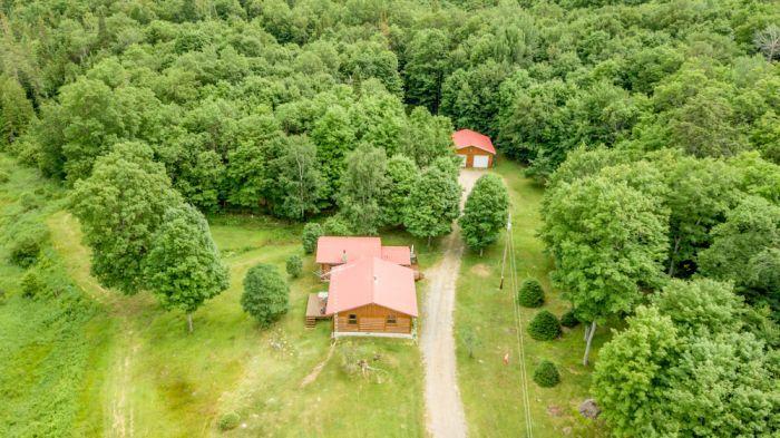 New Listing - 4-Seasons Huntsville Home Sitting on 96 Acres