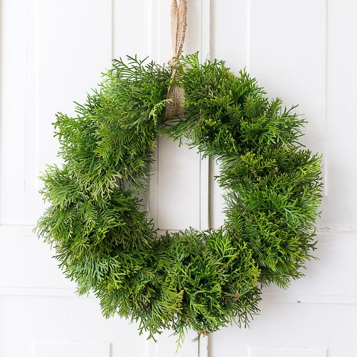 Tee ikivihreistä havuista joulukranssi