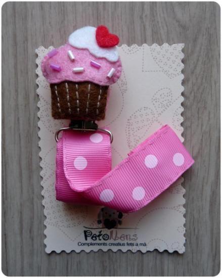 Chupetero de fieltro. modelo cupcake