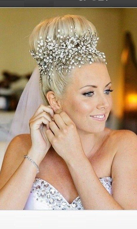 Hochzeit Frisuren Tolle Hochzeitsfrisur Mit Tiara Und Schleier