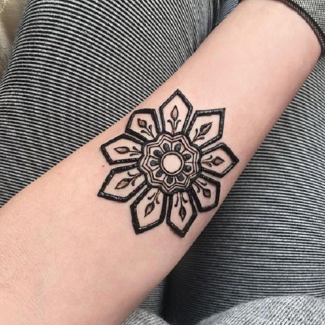 Best 25+ Henna Flower Designs Ideas On Pinterest