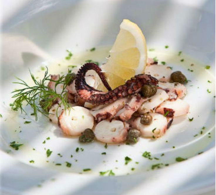 Grilled octopus with olive oil, lemon and mint! Perfect recipe to accompany your ouzo. -  Χταπόδι ψητό με λαδολέμονο ελιάς και δυόσμου! Ιδανική συνταγή για να συνοδεύσετε το ουζάκι σας.