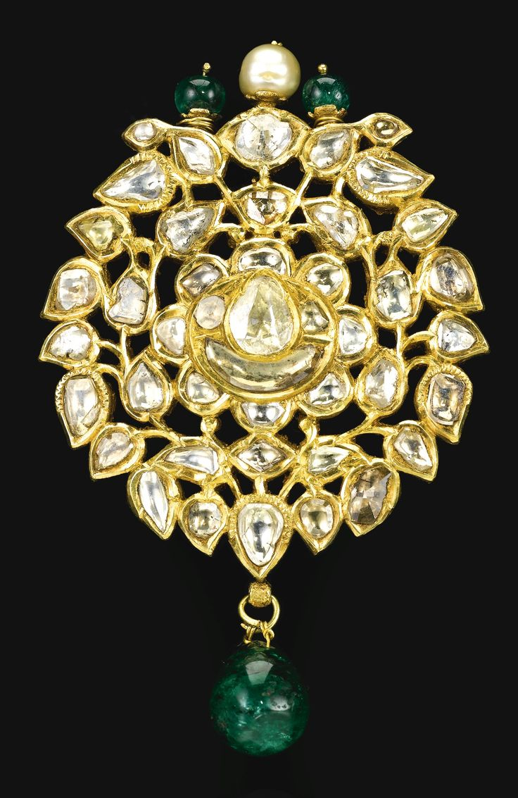 An enamelled and diamond-set kundan brooch (or pendant), India, Jaipur, 18th/19th century
