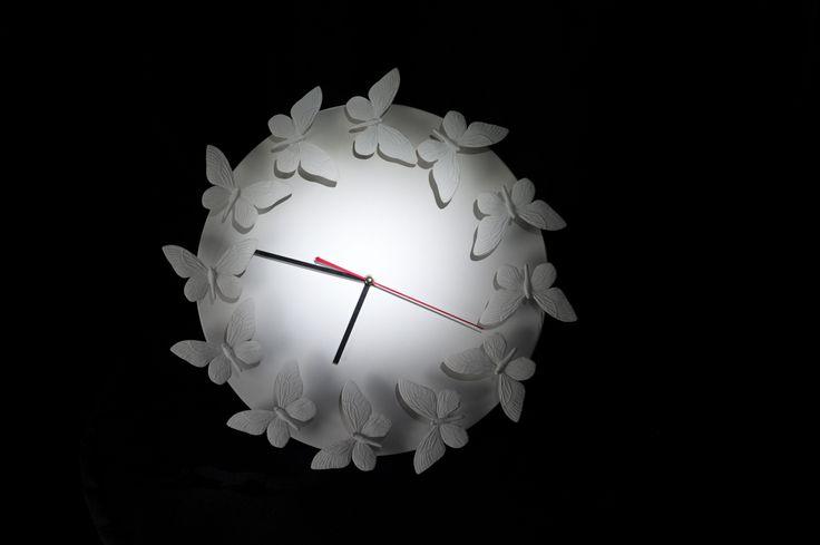 """Изумительные белые часы. Декоратор Марат Ка не перестает восхищать. Мастер-класс для программы """"Фазенда""""."""