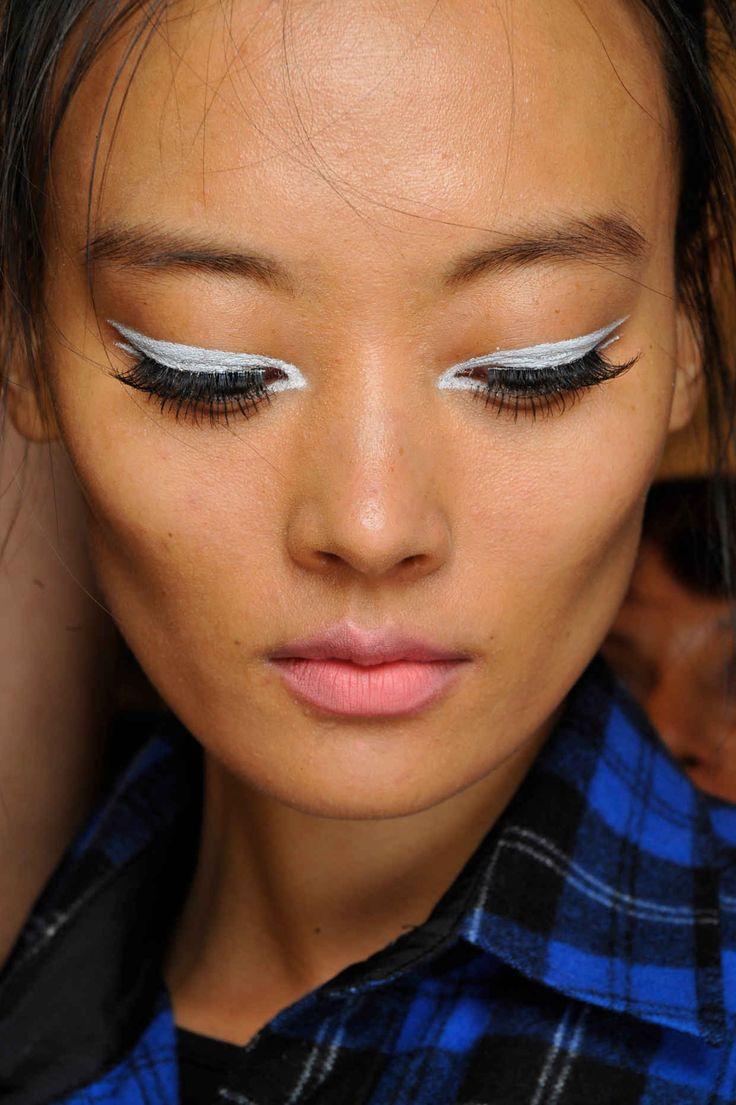 17 meilleures id es propos de eye liner blanc sur pinterest maquillage eyeliner blanc. Black Bedroom Furniture Sets. Home Design Ideas