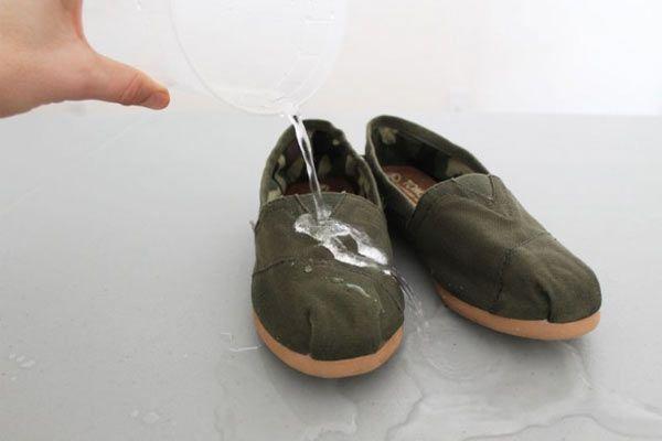 Ayakkabılarınızı Nasıl Su Geçirmez Yapabilirsiniz Öğrenmek için Tıklayın! #pratikbilgiler #püfnoktaları #hayatkolay #püfnoktası #faydalıbilgiler