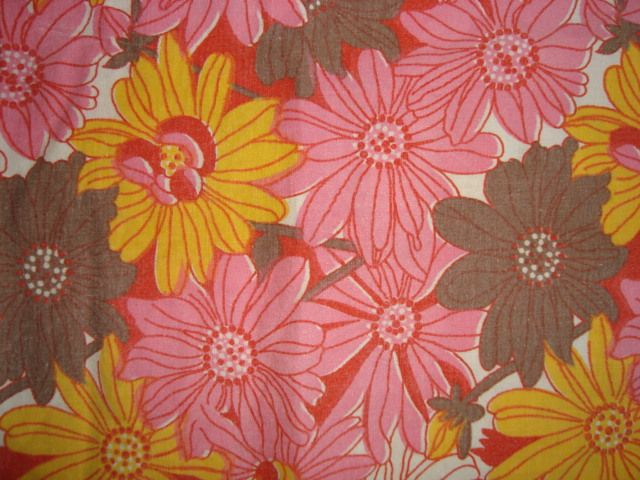 Retro Danish bed linen from the 70s. #trendyenser #retro #danish #bed #linen #1970 #70s #dansk #pudebetræk #sengetøj #sengelinned #betræk #sælges #forsale on www.TRENDYenser.com