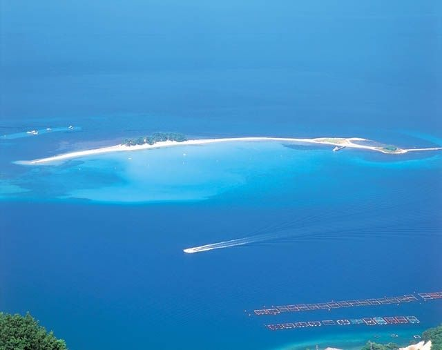 Mizushima Island in Fukui prefecture, Japan. 美しすぎる北陸のハワイ!夏のみ現れる無人島「福井県 水島」が楽園すぎる | RETRIP