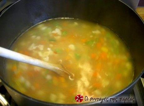 Μια εύκολη και νόστιμη σουπίτσα. Μπορεί να φτιαχτεί με οποιονδήποτε συνδυασμό λαχανικών θέλετε.
