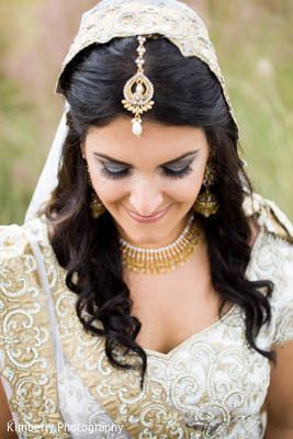 wedding photographer in Pune. We are expert at Candid pre-wedding shoots, Candid wedding photography, High-end wedding movies, Exotic location shoots. http://amouraffairs.in/