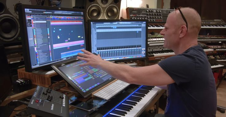 In his latest Studio Time masterclass, Junkie XL (Tom Holkenborg) deconstructs some of his music from Batman v Superman.