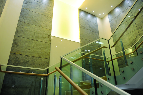 Eco Stone China Stairway bei design-mwm.de unter https://design-mwm.de/echtstein-duennschiefer-vlexstone/