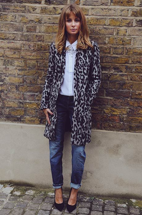 COAT – FRENCH CONNECTION SHIRT – EQUIPMENT AT GIRISSIMA.COM NECKLACE – DOROTHY PERKINS JEANS – RIVER ISLAND SHOES – KURT GEIGER