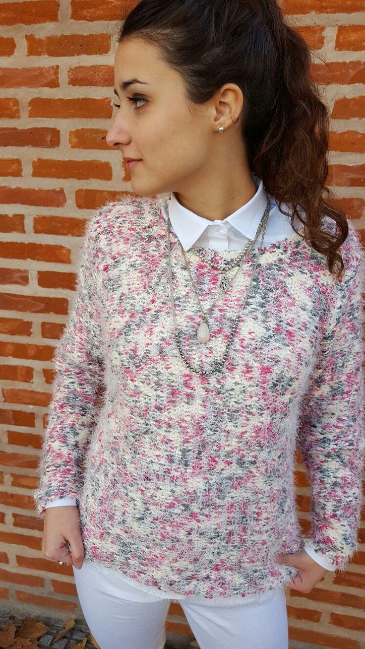 Outfit de Si chiama Paolina. Pantalón  $360+ Camisa  $470+Sweater  $499