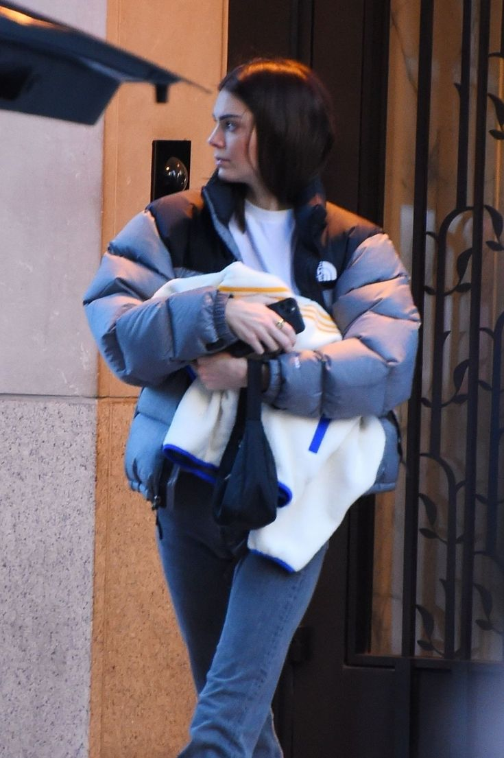 Pin By Grace Odongo On Celebrities In Down North Face Puffer Jacket Kendall Jenner Outfits Autumn Street Style [ 1105 x 735 Pixel ]