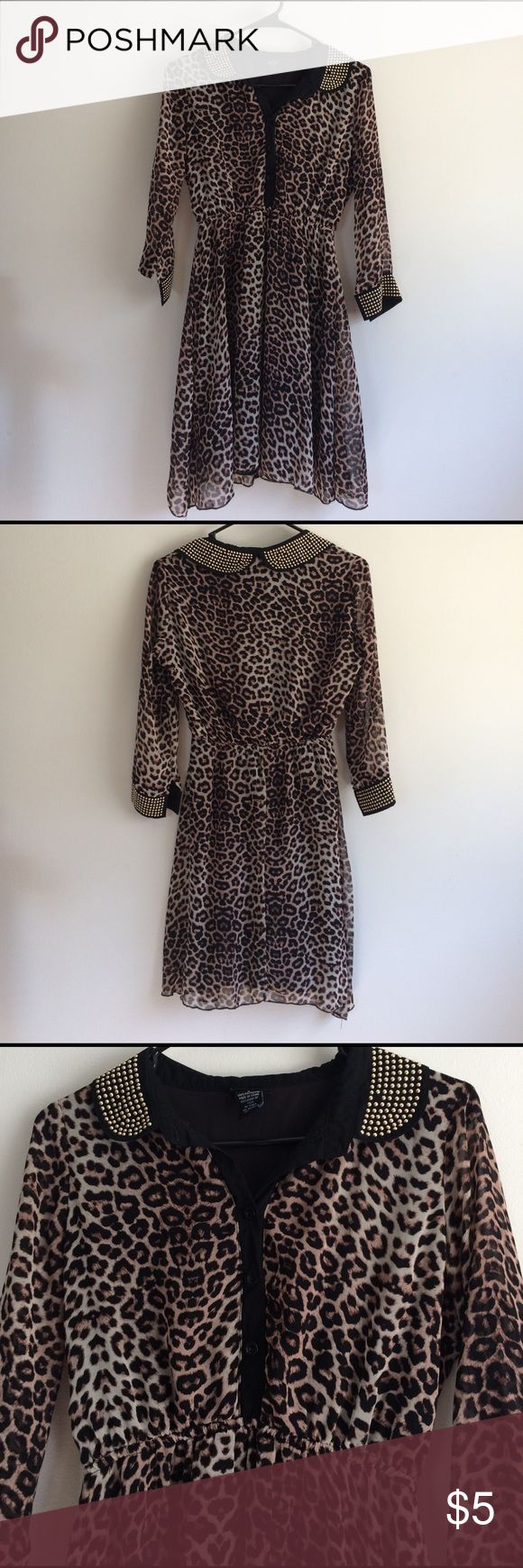 ♻️ REPOSH Button Up Cheetah Dress ♻️ REPOSH Cheetah dress that has a top button up and gold accents. Rue 21 Dresses