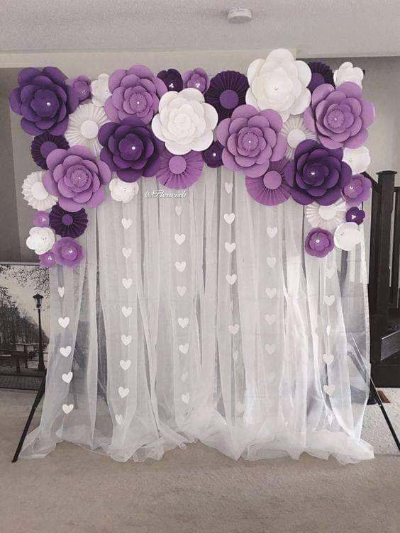 Aprende como hacer fondos de fiestas con cortinas y flores for Adornos para bodas con plantas