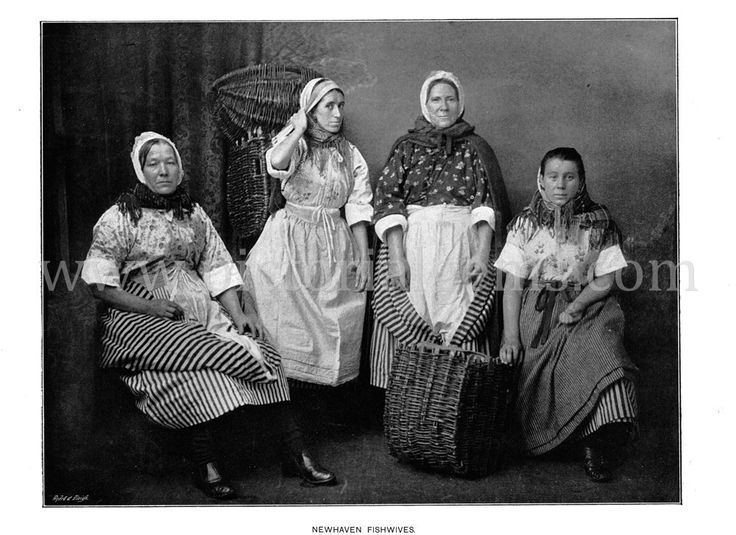 Newhaven Fishwives - 1896 Antique Victorian Photo View : Pictorial Gems!