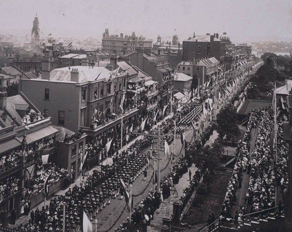 Sydney celebrates Federation, 1901. Crowds watch the procession down Macquarie Street.