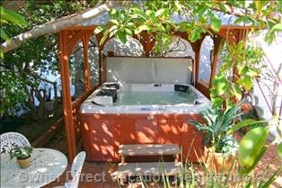 Jacuzzi Tub With Gazebo in Hermosa Beach, California