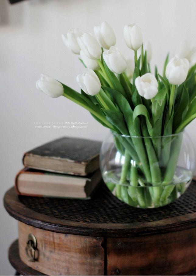 White tulips on an old table ...  http://mettesinlilleverden.blogspot.no/2013/02/vakre-blomster-til-meg.html