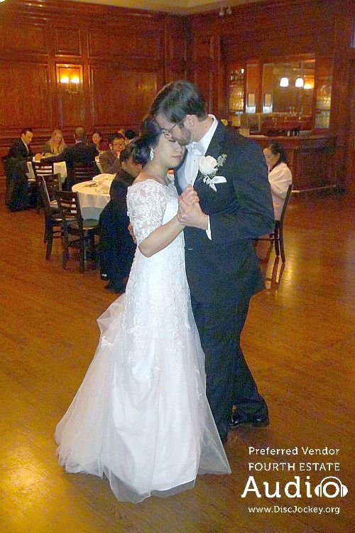 A romantic First Dance at Maggiano's in Schaumburg. http://www.discjockey.org/maggianos-schaumburg/