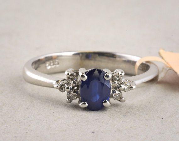 Ovalen Saphir-Ring mit Diamant Akzenten in 14 k von ArdenJewelers