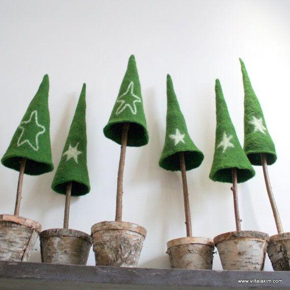 EIN Baum-Cap Wetfelted Green nahtlos mit einem weißen Stern als Weihnachtsdekoration