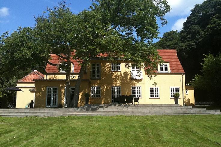 Engelsk countrystil... Klik for fotos af boligen. http://www.robinhus.dk/ejendom/default.asp?boligid=46866