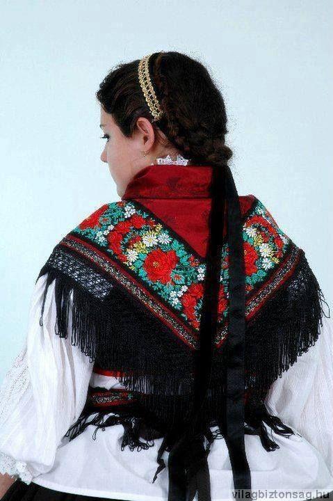 Magyar népviseletek - Sárközi viselet - vállkendő