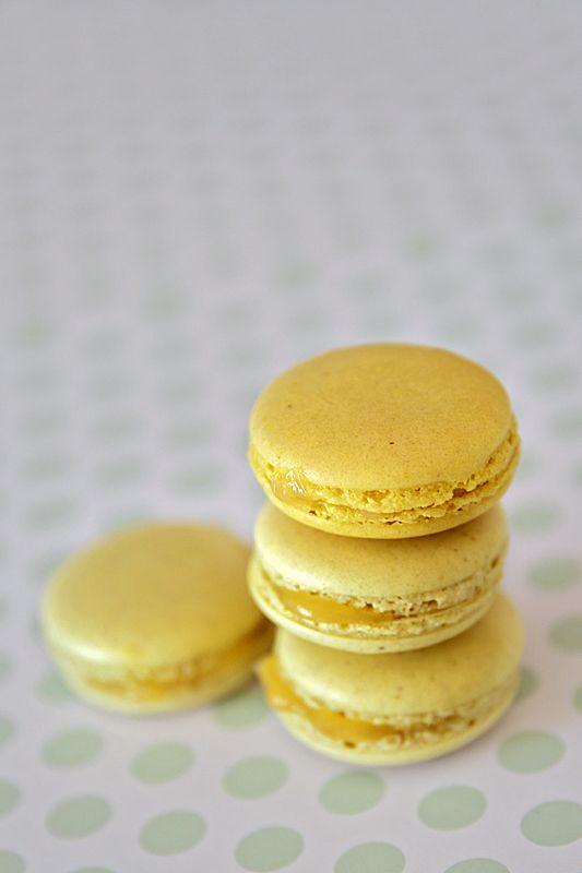 """mon MACARON"" - with lemon curd"
