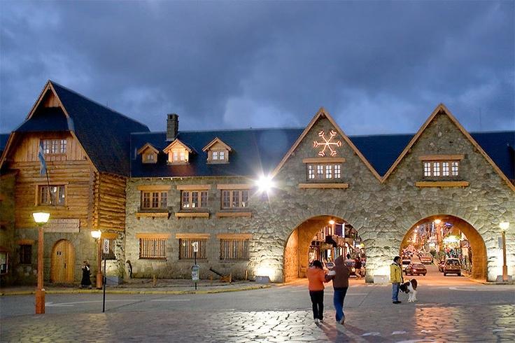 Centro Cívico Bariloche . Una de nuestros principales centros turísticos de esquí, en la provincia de Río Negro.