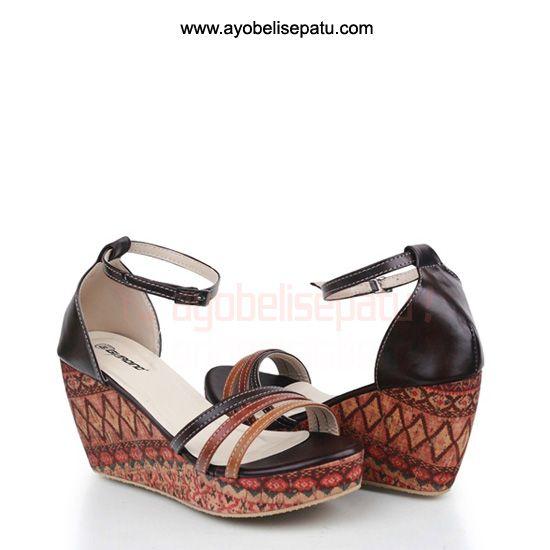 Etnic Shoe Wedges - IDR 125.000 sepatu wedges dengan motif etnic material bahan syntetic leather model elegant. #sepatuwedges #shoewedges #sepatuwanita
