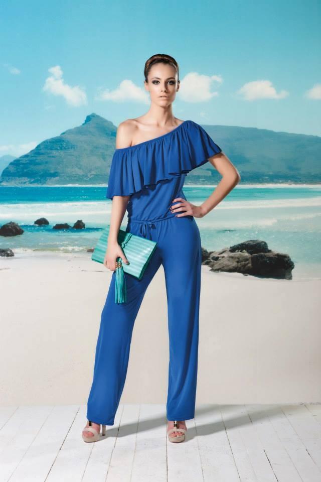 Hou jij van een jumpsuit? Ga eens voor een mooie koningsblauwe kleur. Sinds de jurk van Maxima is deze kleur niet meer weg te denken uit onze modebeeld
