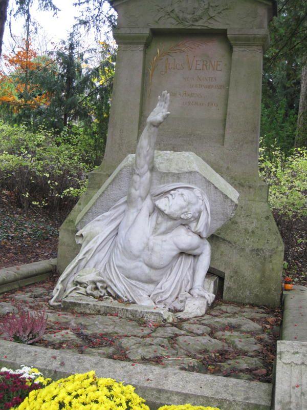 Tombe de Jules Verne , La Madeleine Cemetery, Picardie, France
