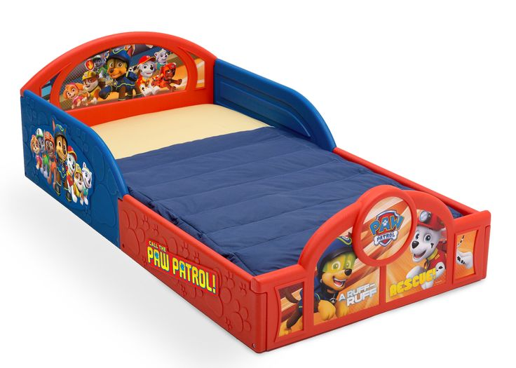 Transition their space from a nursery to a toddler room with the perfectly sized PAW Patrol Deluxe Toddler Bed from Delta Children. Featuring three-dimensional paw prints paired with colorful decals o