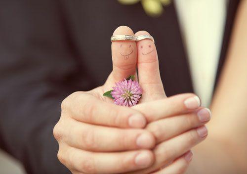 Meer dan alleen een trouwring, leuk foto idee!
