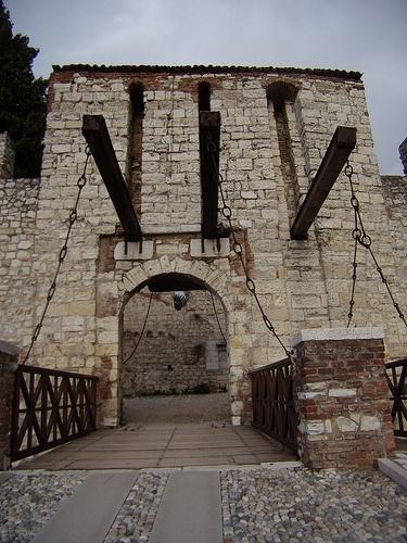 Castello di Brescia - 45°32′20″N 10°13′13″E