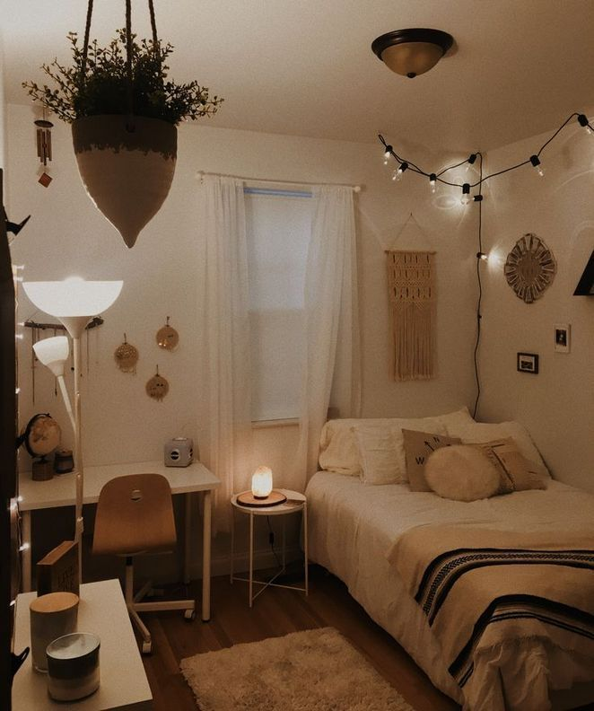Small Cozy Bedroom Aesthetic In 2020 Cozy Dorm Room Small Room Bedroom Stylish Bedroom