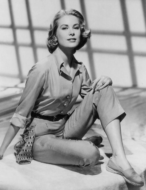 1951 Ella también llevaba monos, en este caso estilo safari. Y por supuesto alpargatas. Una 'it girl' total. 2014