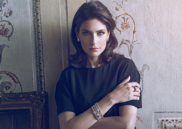 Anna Valle wears Flex'it Vendôme collection.