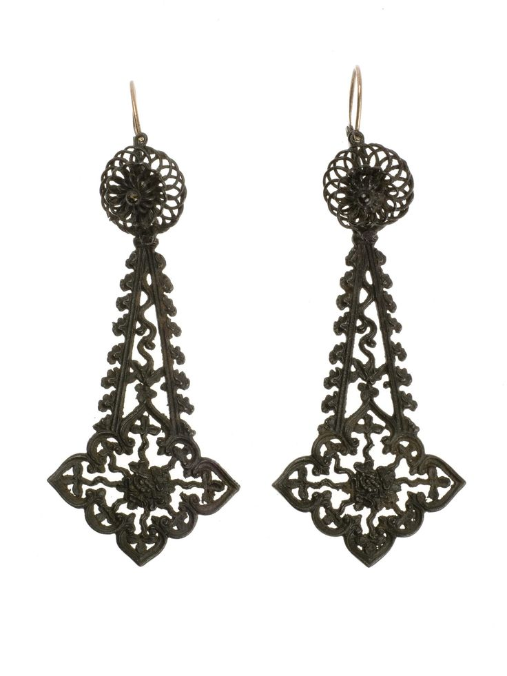 One of a pair of earrings with detachable pendants: German, Berlin ironwork, 1805