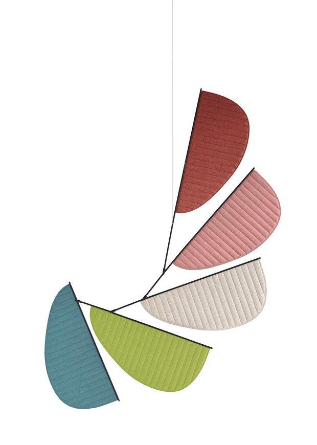 O casal GamFratesi criou, para a Cappellini, uma versão reloaded dos biombos que dividiam espaços e decoravam ambientes. Além de cumprir a função original, o screen-system pode ser dependurado e torna-se uma escultura que se move com o vento. Colorido e poético!