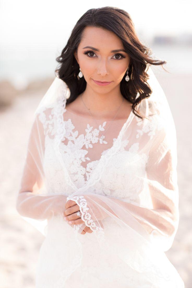 The Palms Hotel // Heather Funk Photography // Miami Beach // beach wedding // bridal gown // romantic wedding // wedding veil