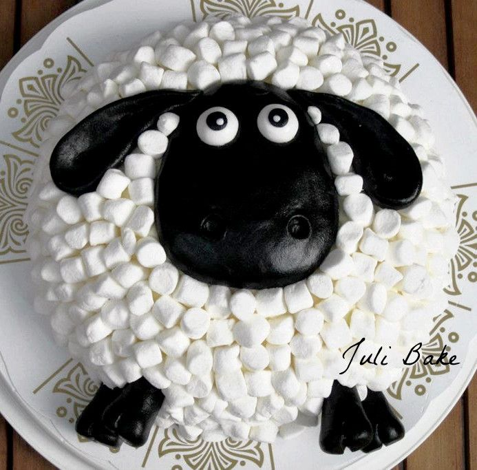 Shaun the sheep cake