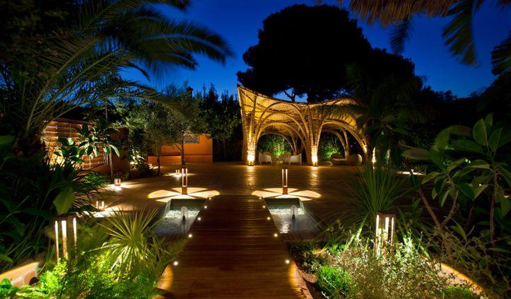 Uno de los últimos trabajos de nuestro pasado verano. La reforma del Hotel Les Rotes, en Dénia. Un lugar perfecto para descansar y un jardín espacioso donde poder celebrar las mejores fiestas.